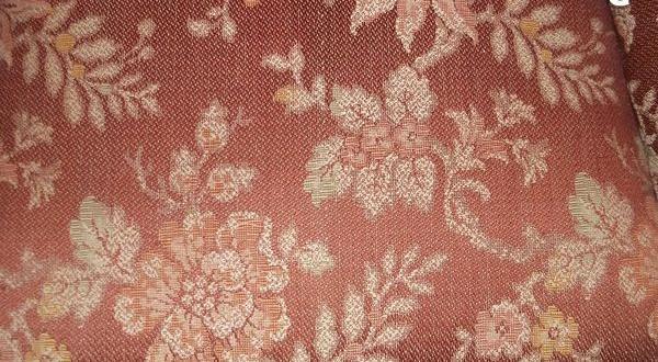 Fåtöljer Säljes : FÅtÖljer tal rödbrunt tyg blommönster i vitt kr