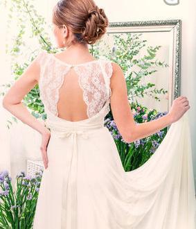 1c20b6bca187 Boho Chic Bröllopsklänning Brudklänning Öppen Rygg med Fransk Spets ...