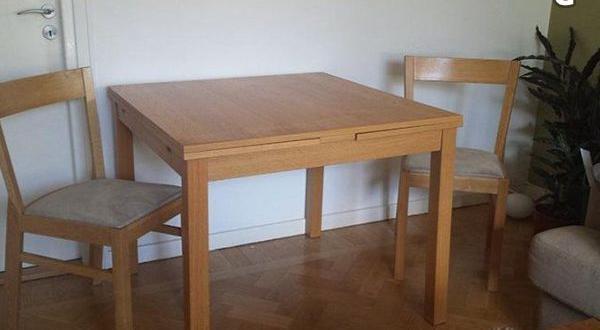 köksbord i ekfaner med 2 stolar