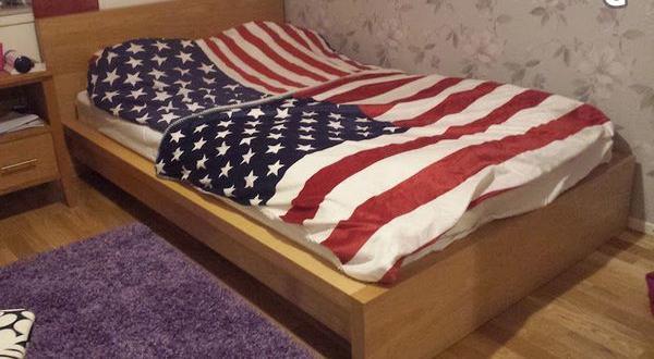 Splitter nya Malm sängstomme med säng 120 cm 1200 kr i Vallentuna - säljes XR-71
