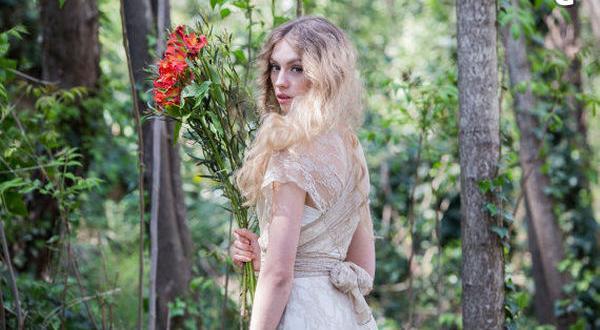 f9821a5b5672 Skräddarsydd Bröllopsklänning Brudklänning med Guld Spets. Skräddarsydd  Bröllopsklänning Brudklänning ...